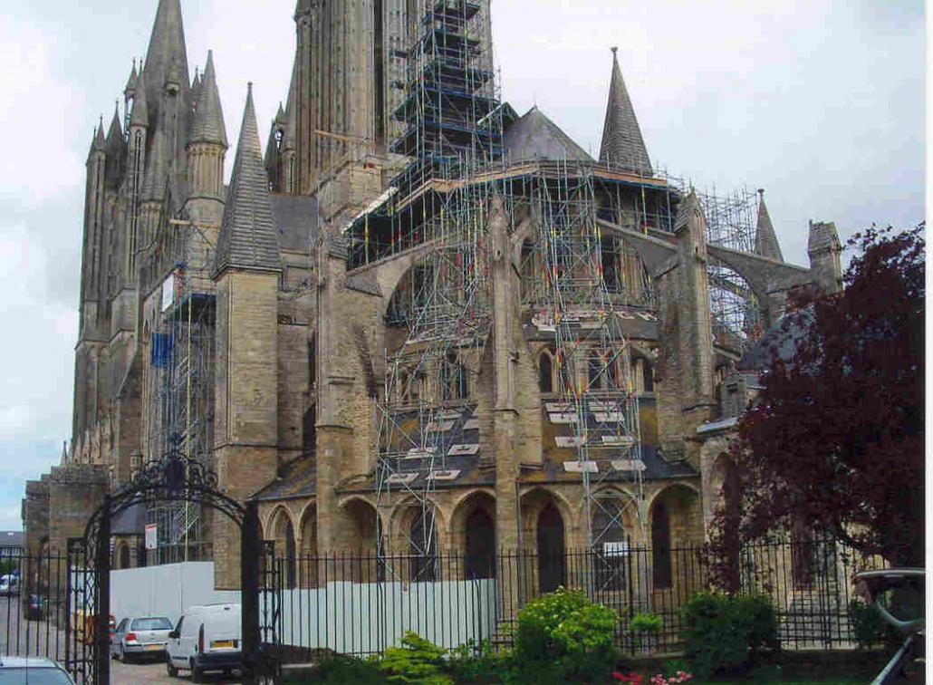echafaudage d'une cathédrale
